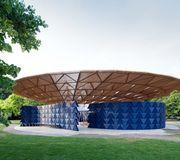pavillon 2017 de la serpentine gallery par l 39 architecte francis k r londres. Black Bedroom Furniture Sets. Home Design Ideas