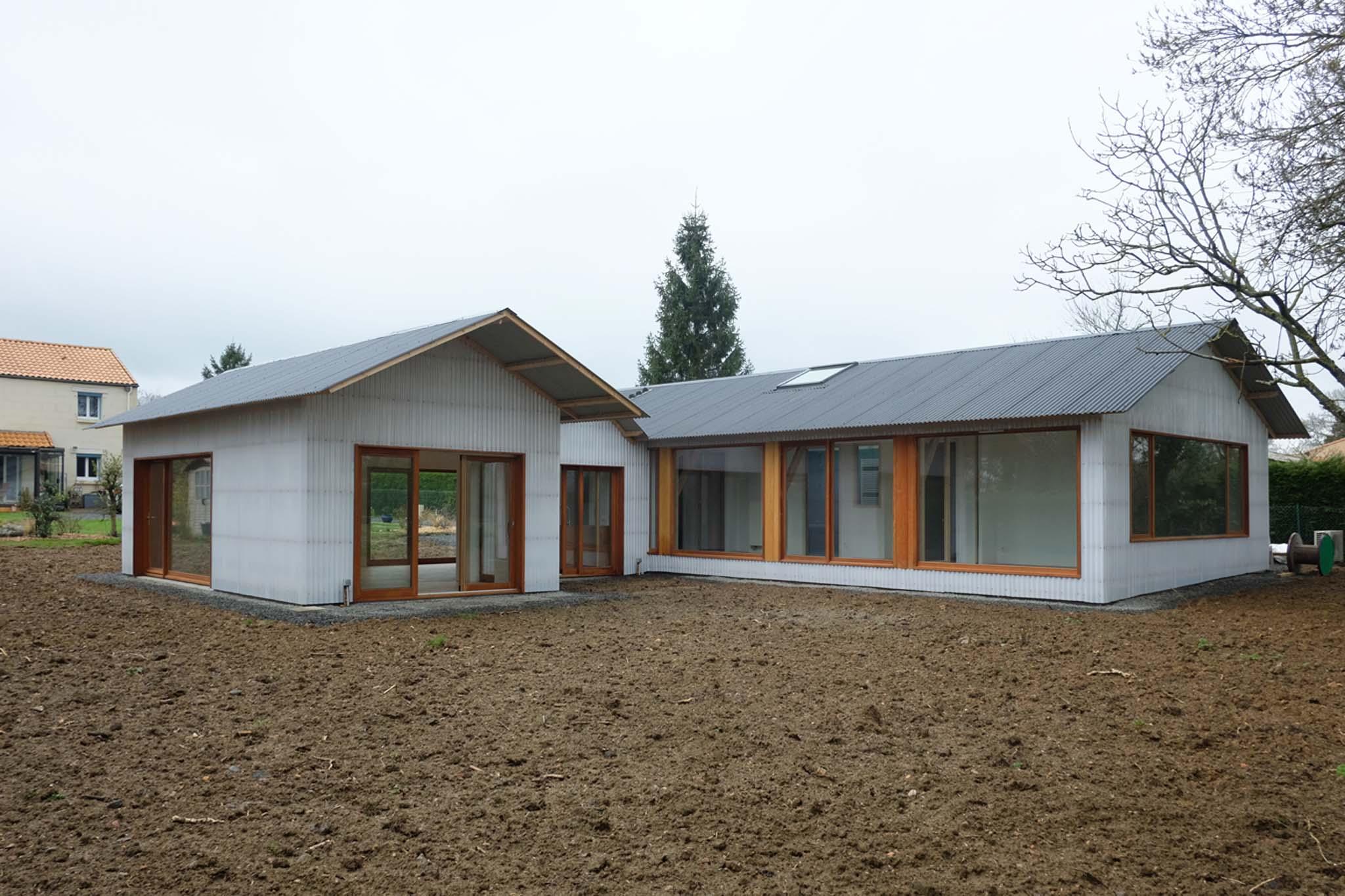 Tact architectes maison k au cellier - Maison hangar ...