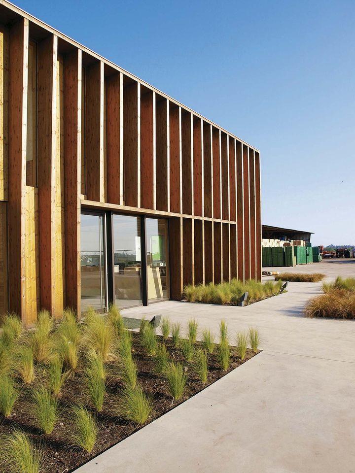 Premi re uvre 2011 laur at vanessa larr re bureaux for Batiment structure bois
