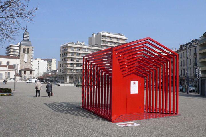 Saint tienne le mobilier urbain exp rimental investit for Mobilier urbain espace public