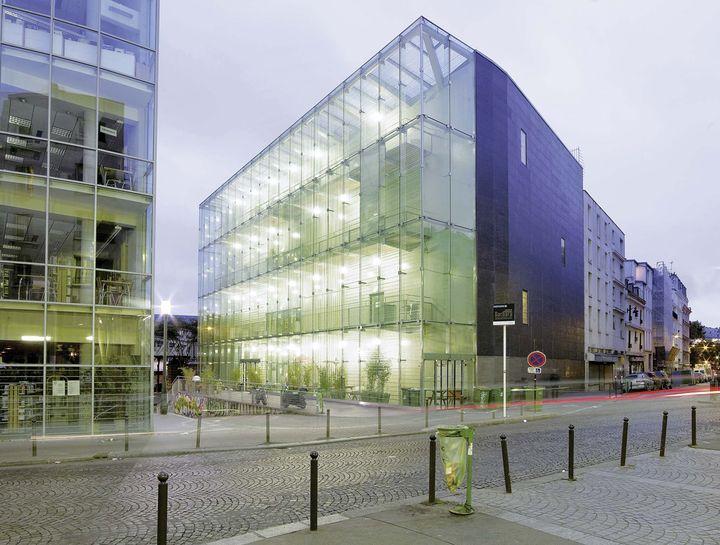 Cr architecture centre musical for Piscine 18eme paris